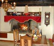 Der Kamin in der Küche im Ferienhaus am Meer